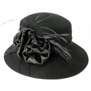 Palarie eleganta neagra cu trandafiri din satin si pene de strut