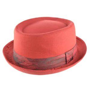 Palarie porkpie din material textil rosie cu banda decorata